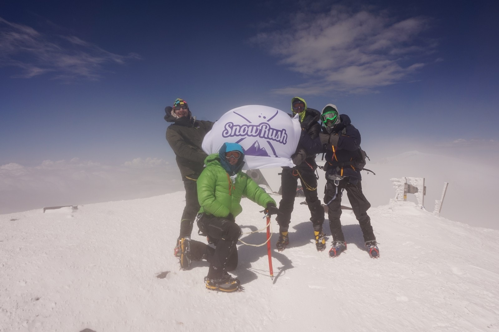 snowrush group on the top of Elbrus группа Snowrush на вершине Эльбруса