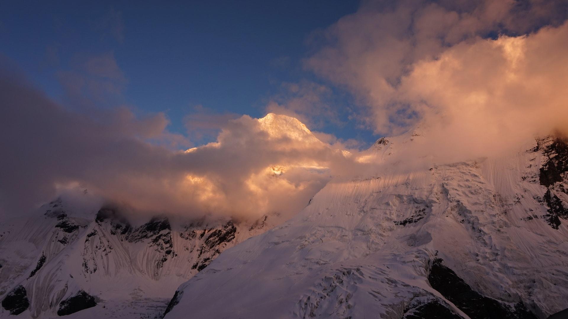 {:en}Ascent to Khan-Tengri peak{:}{:ru}Восхождение на Хан-Тенгри{:}